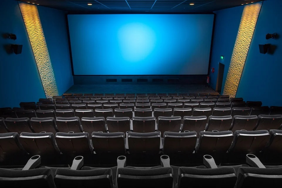 Your mind often shows images in the form of mental movies. Can you watch these images in the same way as you watch a movie at the cinema?